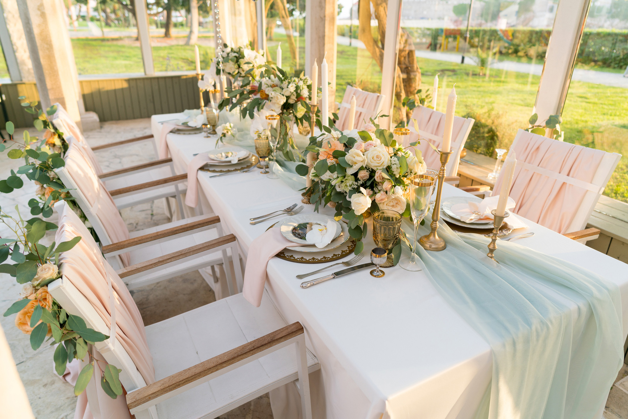 Tablescape-with-Flowers